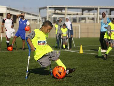 Aksi Anak-Anak Palestina yang Diamputasi Berlatih Sepak Bola