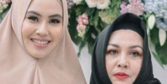 Kartika Putri baru saja kehilangan sosok yang sangat dicintai yaitu ibunya, Masayu Puspita Diana Putri. Ia mengunggah kabar duka pada Sabtu (10/7/21) di laman Instagramnya. (Instagram/kartikaputriworld)
