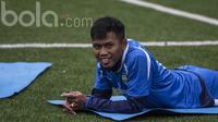 Bek Persib Bandung, Toni Sucipto, saat latihan di Lapangan Lodaya Bandung, Jawa Barat, Selasa (28/3/2017). (Bola.com/Vitalis Yogi Trisna)