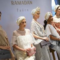 Ragam tas dan sepatu bernuansa Moroccan dan Arabian dari Pedro yang bisa mempercantik tampilan di hari raya (Foto: Liputan6/Immanuel Antonius)
