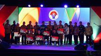 Pemerintah menyerahkan bonus kepada atlet peraih medali Olimpiade dan Paralimpiade 2016 plus pelatih dalam acara seremonial di GOR POPKI, Cibubur, Jakarta Timur, Rabu (2/11/2016). (Kemenpora)