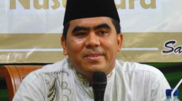 Anak Kh Maimun Zubair, Dr KH Abdul Ghofur atau Gus Gofur mengisi kajian agama di Provinsi Riau.