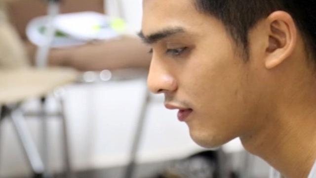 Ricky Harun Asik Main 'Finger Board' dengan Adik Prilly