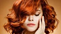 Masih bingung merawat rambut berwarna? Simak di sini tips yang jarang diketahui oleh orang-orang.