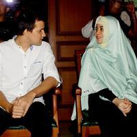 Pasangan suami-istri Stuart Collin dan Risty Tagor, hadir dalam sidang perdana perceraian mereka yang digelar di Pengadilan Agama (PA) Jakarta Selatan, Senin (28/9/2015). (Wimbarsana Kewas/Bintang.com)