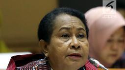 Menteri PPPA Yohana Yambise memberi penjelasan kepada Komisi VIII DPR dalam rapat kerja di Kompleks Parlemen, Senayan, Jakarta, Rabu (4/9/2019). Yohana mengatakan pagu anggaran kementeriannya tahun 2020 adalah sebesar Rp 273,6 miliar. (Liputan6.com/JohanTallo)