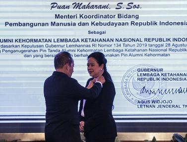 Disaksikan Megawati, Puan Maharani Dianugerahi Pin Alumni Kehormatan Lemhanas
