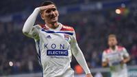 Pemandu bakat Liverpool dan Manchester City dikabarkan sering membahas kehebatan Houssem Aouar gelandang Lyon berusia 21 tahun ini. Dibutuhkan dana hingga 53 juta pounds untuk membawa pemain ini dari Lyon. (AFP/Roman Lafabregue)