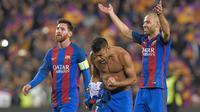 Gelandang Barcelona asal Brasil, Rafinha (tengah) termasuk salah satu pemain andalan L'equip blaugrana dan telah tampil sebanyak 78 kali pada musim 2016-2017 dan mencetak 11 gol. (AFP/Lluis Gene)