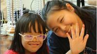 Carys Mihardja bersama anak-anak down syndrome di Carys Care. (dok.Instagram @carys.cares/https://www.instagram.com/p/CIipfn0ni6n/Henry)