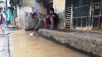 Banjir di Kampung Melayu Kecil I, Kelurahan Bukit Duri, Tebet, Jakarta, Sabtu (8/2/2020). (Liputan6.com/Yopi Makdori)