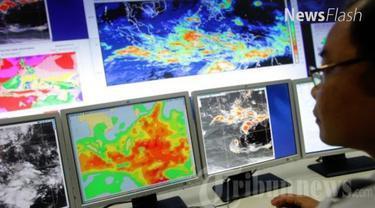 Kepala Badan Meteorologi Klimatologi dan Geofisika (BMKG) Andi Eka Sakya mengatakan, hujan es kemungkinan besar masih bisa terjadi lagi selama musim transisi atau pancaroba pada Maret, April dan Mei 2017