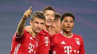 Para pemain Bayern Munchen merayakan gol yang dicetak Serge Gnabry ke gawang Lyon pada semifinal Liga Champions 2019/2020, Kamis (20/8/2020) dini hari WIB. (Dok UEFA Champions League)