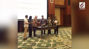 PT Indonesia Asahan Alumunium (Inalum) dan Freeport Mc Moran Inc menyepakati pokok-pokok pelepasan saham (divestasi) 41,64 persen PT Freeport Indonesia. Langkah ini untuk menggenapi 51 persen saham oleh pihak nasional.