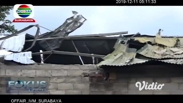 Mesin produksi es batu kristal milik Wahyu Sinatra yang berada di Dusun/Desa Plosogeneng, Kecamatan/Kabupaten Jombang meledak. Diduga mesin itu meledak karena tidak bisa menahan tekanan tinggi.