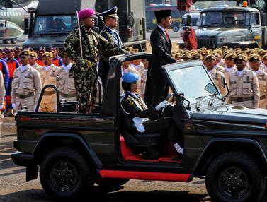 Jokowi Jadi Inspektur Upacara HUT ke-74 TNI