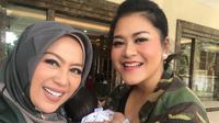 Shanty Denny dan Kahiyang Ayu (Dok.Instagram/@shantydenny/https://www.instagram.com/p/BrkeDwilB8a/Komarudin)