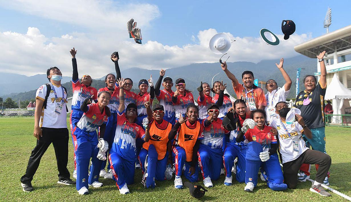 Para pemain Tim Criket putri Papua merayakan kemenangan atas Bali pada laga final cricket putri PON XX Papua 2021, Minggu, (26/09/2021). ( Foto : PON PAPUA XX PAPUA/Soleha )