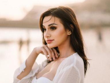 Model seksi Nora Alexandra Philip akan segera melangsungkan pernikahan dengan drummer Jerinx SID. Kabar tentang rencana pernikahan keduanya diketahui dari postingan Jerinx SID dan Nora yang mengunggah foto prewedding di Pantai Melasti, Bali. (Liputan6.com/IG/ncdpapl)