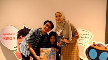 Herfiza Novianti bersama Ricky Harun dan anaknya