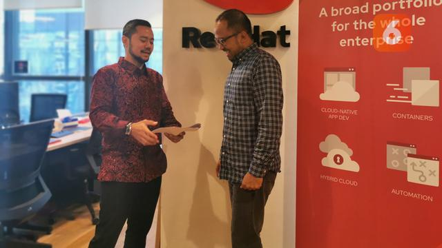 Rully Moulany, Country Manager Red Hat Indonesia (kiri)