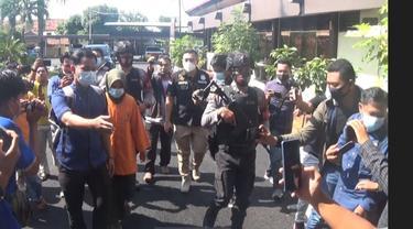 Pelaku pembunuh bocah saat berada di Mapolres Sumenep. (Foto: Liputan6.com/Istimewa)
