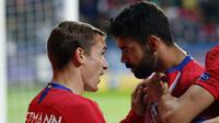 Penyerang Atletico Madrid, Diego Costa berselebrasi usai mencetak gol ke gawang Atletico Madrid pada final Piala Super Eropa di Lillekula Stadium di Tallinn, Estonia, (15/8). Real Madrid kalah 4-2 atas Atletico. (AP Photo/Pavel Golovkin)