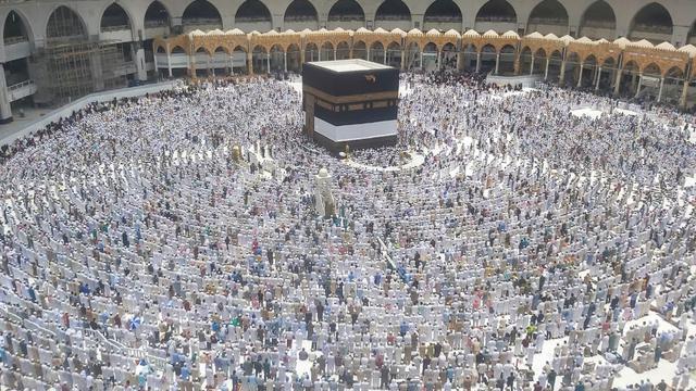 Kain Kiswah Kakbah Diangkat Sebagai Tanda Permulaan Musim Haji 2019. Bahauddin/MCH