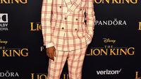 Donald Glover memakai suit Gucci Fall Winter 2019-2020 di premiere The Lion King (Dok. Gucci)