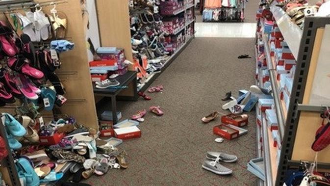 pembeli menjengkelkan (foto: Brightside.me)