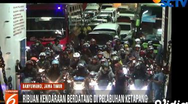 Banyaknya kendaraan yang keluar dari kapal didominasi pemudik bersepeda motor dan pengguna mobil pribadi.