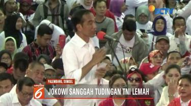 Saat kampanye terbuka di Palembang, Sumatera Selatan, Joko Widodo beri tanggapan tentang Prabowo Subianto yang menyatakan kekuatan TNI lemah.