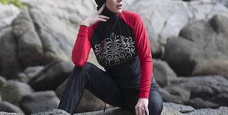 Lindsay Lohan, wanita kelahiran asal New York ini nampaknya semakin mendalami ilmu agama Islam. Masih simpang siur terkait agama yang diyakininya saat ini, namun sikapnya menunjukkan Lindsay seorang muslim. (doc.dailymail.com)