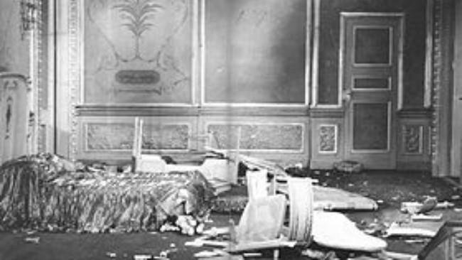 Suite 1221 di St. Francis Hotel sesaat setelah pesta Arbuckle, 5 September 1921. (Sumber Wikimedia Commons)