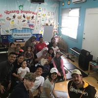 Para pemain sinetron Anak Langit saat berkunjung ke Yayasan Harapan Valencia Care Cancer Tebet. (Istimewa)