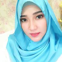 Via Vallen terlihat cantik menawan saat dirinya mengenakan hijab warna biru laut. (Foto: instagram.com/viavallen)