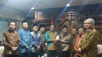 Pimpinan MPR menemui Pimpinan Pusat Muhammadiyah di Gedung Pusat Dewan Dakwah, Menteng Jakarta Pusat, Senin (16/12/2019) Siang. Pertemuan dilakukan secara tertutup membahas amandemen UUD 1945 Terbatas (Liputan6.com/Winda Nelfira)