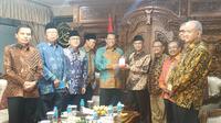 Pimpinan MPR dipimpin oleh Bambang Soesatyo (Bamsoet) melakukan safari kebangsaan di kantor PP Muhammadiyah, Jakarta Pusat. Pertemuan itu mendiskusikan rencana amandemen terbatas UUD 1945. (Liputan6.com/Winda Nelfira)