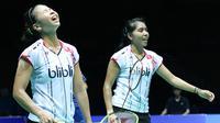 Ganda putri Indonesia Greysia Polii/Nitya Krishinda Maheswari gagal lolos ke final Badminton Asia Championships 2016 setelah kalah dari pasangan Jepang, Naoko Fukuman/Kurumi Yonao, Sabtu (30/4/2016). (Liputan6.com/Humas PB PBSI)