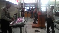 Band Sinergitas TNI-Polri Garut, nampak tengah menghibur para peserta deklarasi pemilu damai perwakilan parpol dan caleg 2019 (Liputan6.com/Jayadi Supriadin)