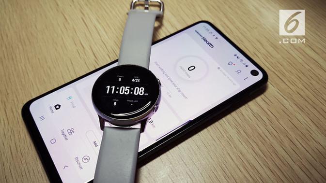 Galaxy Watch Active beroperasi maksimal dengan Galaxy S10, S10 Plus, dan S10e. (Liputan6.com/ Yuslianson)