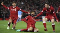 Penyerang Liverpool, Mohamed Salah, melakukan selebrasi usai mencetak gol ke gawang Manchester City pada laga leg pertama perempat final Liga Champions di Stadion Anfield, Rabu (4/4/2018). Liverpool menang 3-0 atas Manchester City. (AP/Peter Byrne)