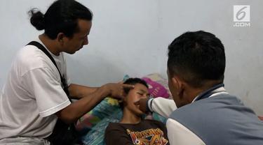 Seorang siswa SMP diduga menjadi korban penganiaayaan anggota TNI. Kejadian memalukan ini dipicu oleh hal sepele yang memancing emosi pelaku