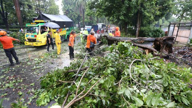 Hujan deras dan angin kencang melanda sejumlah wilayah di Bogor, Jawa Barat, Sabtu (21/10/2019) sore.