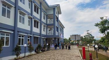 Rumah Susun (Rusun) Wisma Atlet Si Jalak Harupat sebagai tempat isolasi terpusat (isoter) pasien terpapar Covid-19 di Bandung