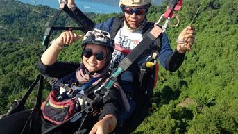 Serunya Melayang di Langit Kota Padang