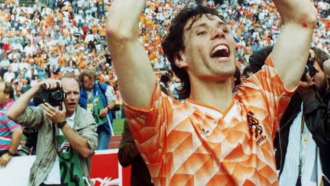 2. Marco Van Basten - Striker yang lahir di Utrecht, Belanda ini membela Ajax Amsterdam selama enam musim dengan total mencetak 128 gol. Mantan bomber AC Milan ini juga sempat menjadi juru racik bagi Ajax pada musim 2008/2009. (AFP/Staff ANP)