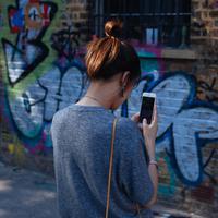 Gabung ke grup WhatsApp berdasarkan domisili kamu dan dapatkan berbagai infomasi seputar dunia perempuan serta voucher belanja total Rp1,5 juta untukmu yang beruntung. (Photo by Clem Onojeghuo on Unsplash)