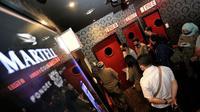 Petugas Satpol PP Kota Bandung menyegel tempat karaoke di Jalan Gatot Subroto, Selasa (14/4/2020). (Humas Kota Bandung)