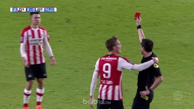 PSV Eindhoven gagal mempertahankan keunggulan saat bermain 10 orang menghadapi Heerenveen yang berakhir 2-2 di pekan ke-24 Liga Be...